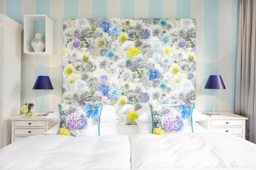 Ein Bett oder Betten in einem Zimmer der Unterkunft Fährhaus Meißen B&B