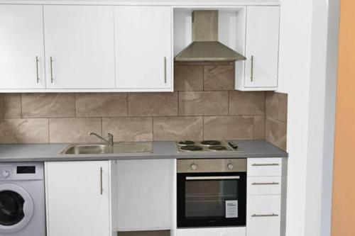 A kitchen or kitchenette at Elegant Homey Studio in Tottenham