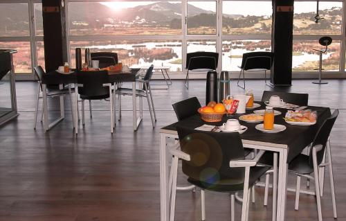 A restaurant or other place to eat at Urdaibai Bird Center