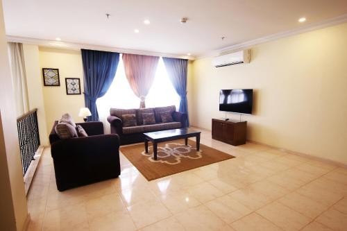 Uma área de estar em Al Rabitah Al Fondoqeiah Hotel Apartments