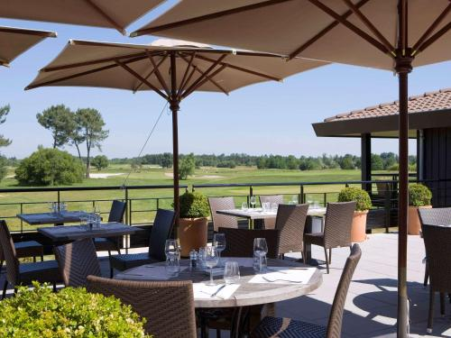 A restaurant or other place to eat at Golf du Médoc Resort Bordeaux - MGallery