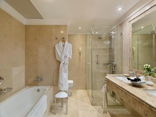 A bathroom at Hotel Botanico y Oriental Spa Garden