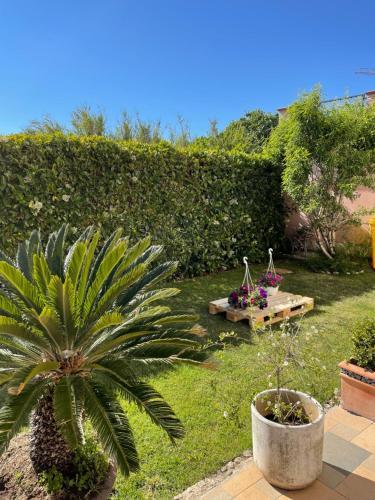 A garden outside Istria Apartments Lila