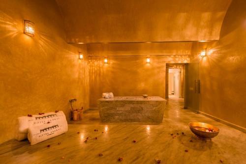 Salle de bains dans l'établissement Hotel Sahrai
