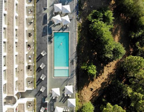 Uma vista da piscina em Monte Prado Hotel & Spa ou nas proximidades