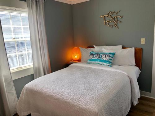 A bed or beds in a room at Hyannis Inn