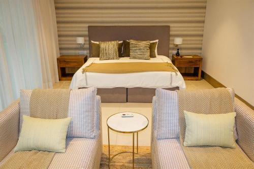 Vallarta Gardens Beach Front Hotel & Residencesにあるベッド