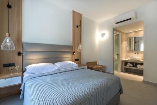 Un ou plusieurs lits dans un hébergement de l'établissement Strogili Hotel - Adults Only