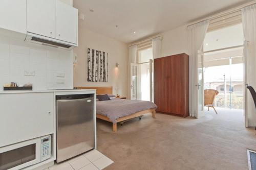 A kitchen or kitchenette at Sixty Two On Grey Serviced Apartments