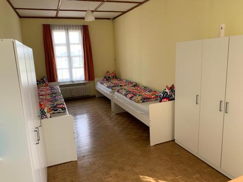 Ein Sitzbereich in der Unterkunft Hotel Schönbrunnen