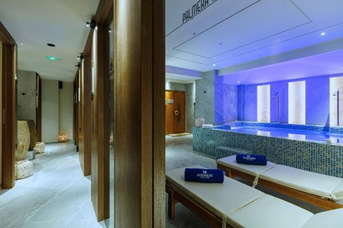 Een badkamer bij Palmera Beach Hotel & Spa