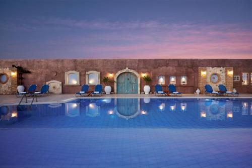 Πισίνα στο ή κοντά στο Golden Bay Hotel Apartments