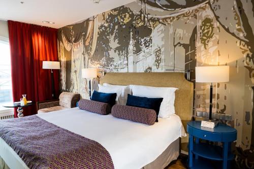 Кровать или кровати в номере Hotel Indigo St.Petersburg- Tchaikovskogo, an IHG Hotel