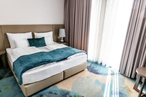 A bed or beds in a room at Hotel Seven
