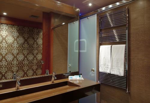 Un baño de Balneario Font Vella- Adults Only