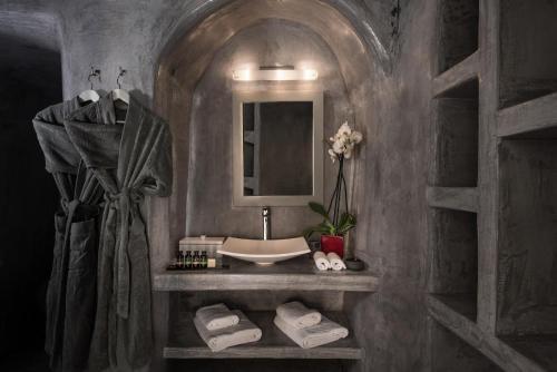 Kylpyhuone majoituspaikassa Andronis Luxury Suites