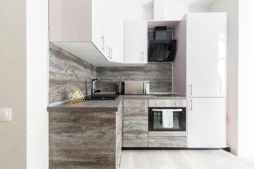 Кухня или мини-кухня в Комфортные апартаменты