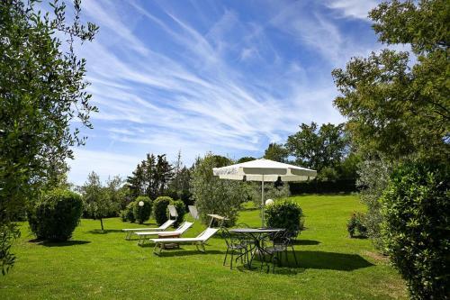 A garden outside B&B Villa Giulia