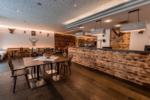 Ein Restaurant oder anderes Speiselokal in der Unterkunft Jaeger´s Munich (Hotel/Hostel)