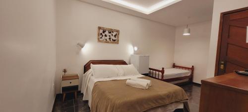 Cama ou camas em um quarto em Porto Abraão Pousada
