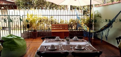 Um restaurante ou outro lugar para comer em Porto Abraão Pousada