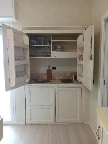 A kitchen or kitchenette at Hotel Mondial