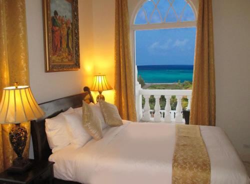 Кровать или кровати в номере Ocean West Boutique Hotel