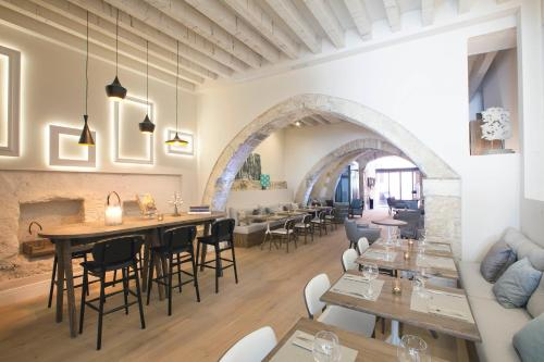 A restaurant or other place to eat at Boutique Hotel Posada Terra Santa