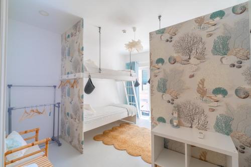 A bunk bed or bunk beds in a room at Camone Apartamento