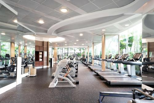 The fitness center and/or fitness facilities at Shangri-La Singapore (SG Clean, Staycation Approved)