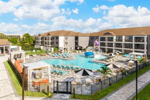 A view of the pool at Courtyard Orlando Lake Buena Vista at Vista Centre - - Newly Redesigned or nearby