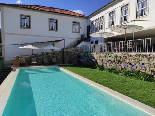 The swimming pool at or near Quinta da Travessa