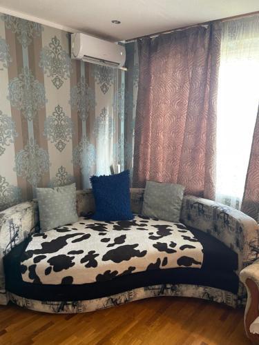 Кровать или кровати в номере Евро Студия семьи на Еременко