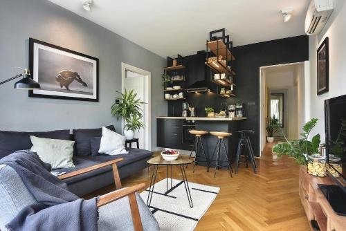 A seating area at Place to be - Center apartment