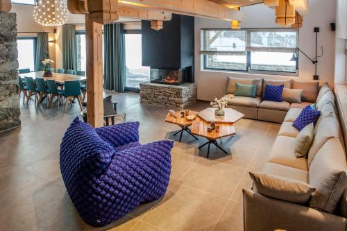 A seating area at Chalet La Halle des Cascades - Mountain Collection