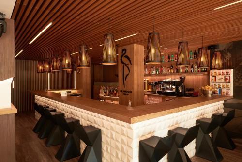 The lounge or bar area at Hotel Checkin Flamingo