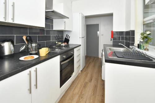A kitchen or kitchenette at Hygge style for a busy City! Boothen House