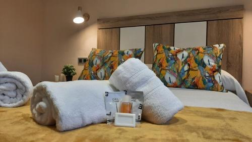 Cama o camas de una habitación en Hotel Alvaro frente Palacio-Museo Selgas