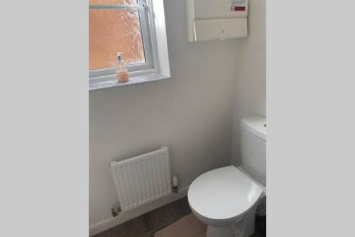 A bathroom at 3 Bedroom Modern Property