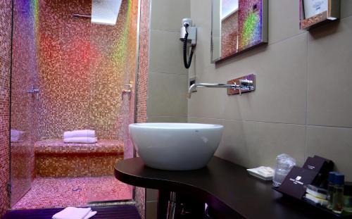 A bathroom at Hotel Cimarosa