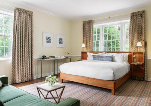 A bed or beds in a room at Oakhurst Inn