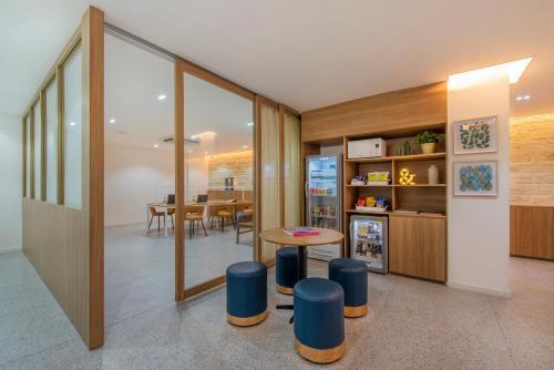 The lounge or bar area at B&B Hotels Rio Copacabana Posto 5