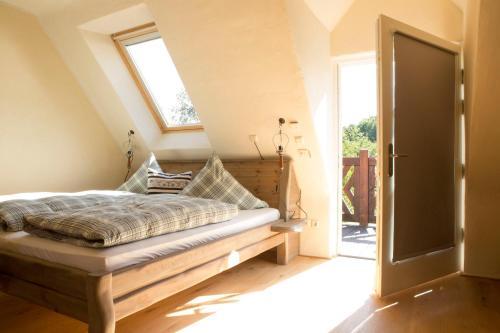 Ein Bett oder Betten in einem Zimmer der Unterkunft Bio-Hotel Kolonieschänke