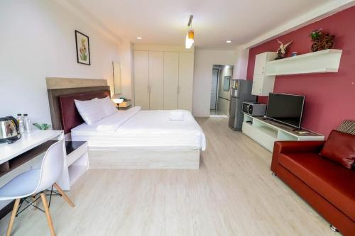A bed or beds in a room at Baansabai ramaIV