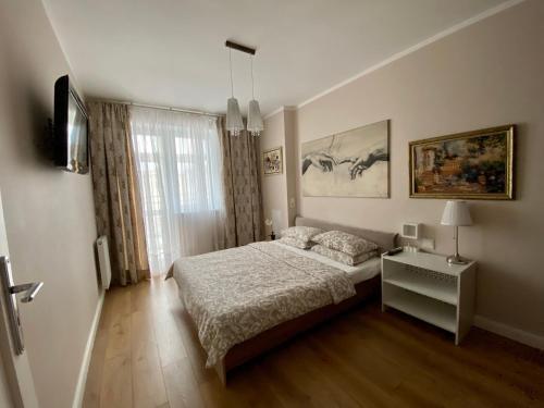 Кровать или кровати в номере Евродвушка bella