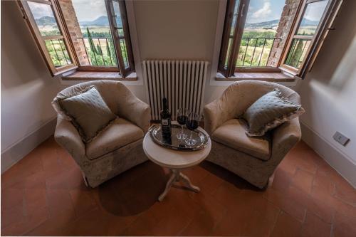 A seating area at Agriturismo Castello La Grancia di Spedaletto