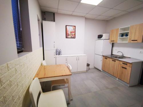 Кухня или кухненски бокс в Хотел Адис Лом/Hotel Adis Лом