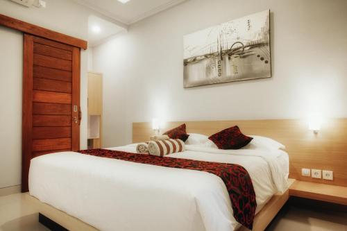 Tempat tidur dalam kamar di A&W guest house