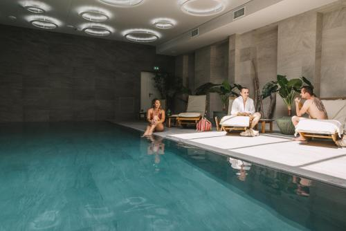 The swimming pool at or near Hôtel 1770 & Spa