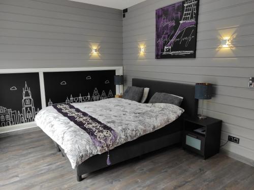 Een bed of bedden in een kamer bij B&B Kuai Brugge